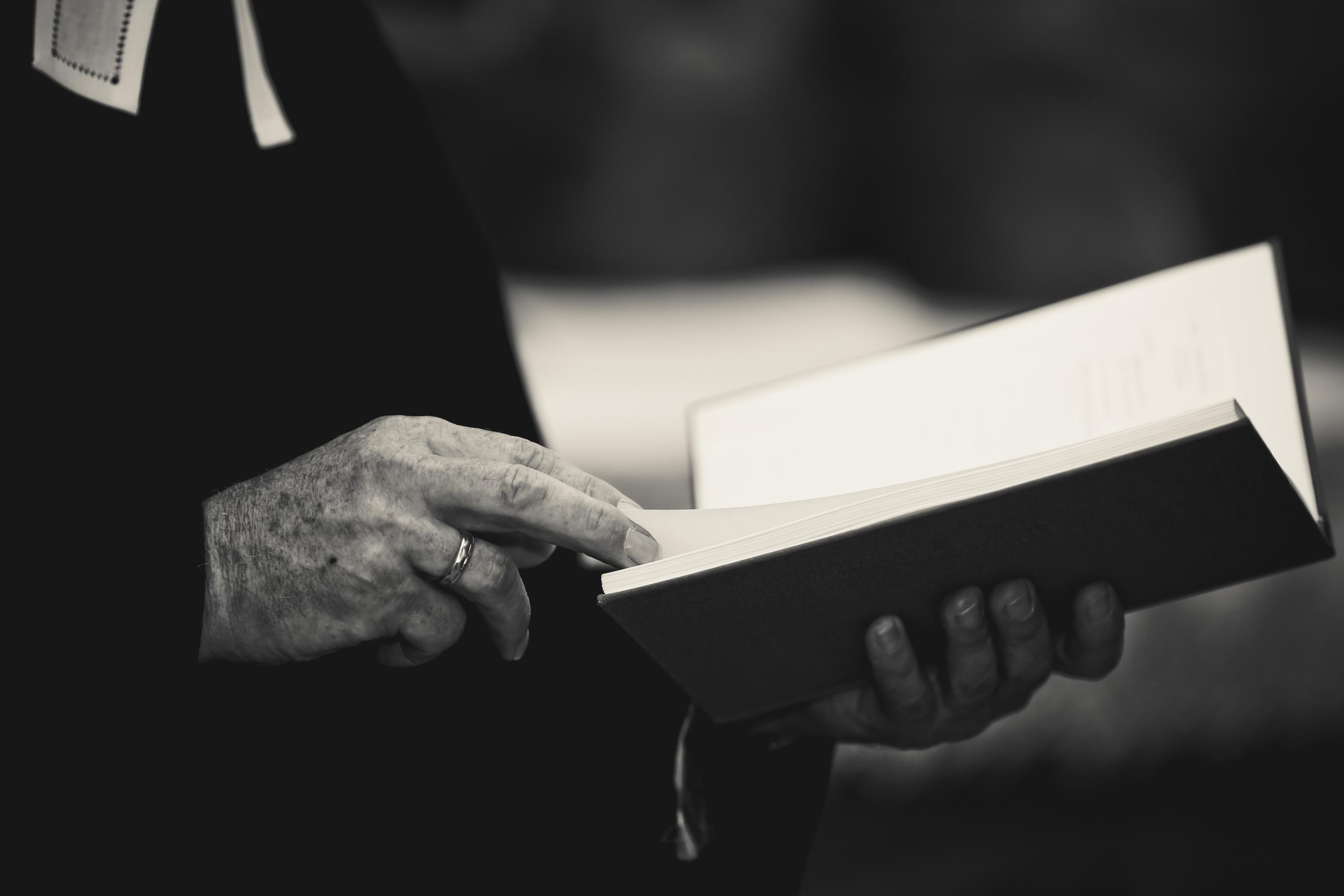 Lesung durch den Pfarrer