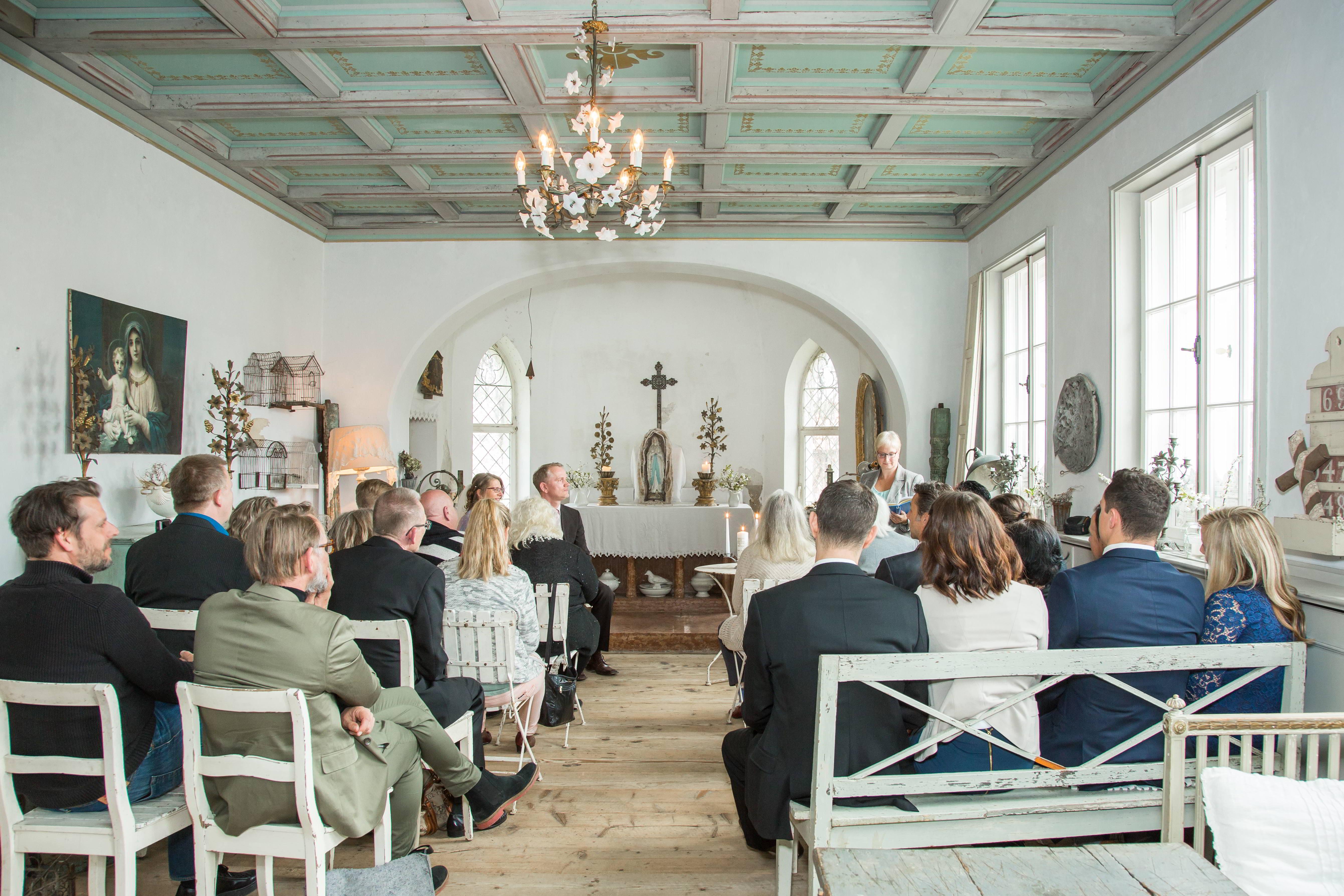Hochzeitsgesellschaft im Saint Antique