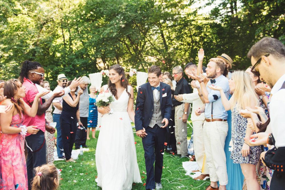 """Reisschmetterlinge bei einer freien Trauung in München von """"Die Hochzeiterin"""""""